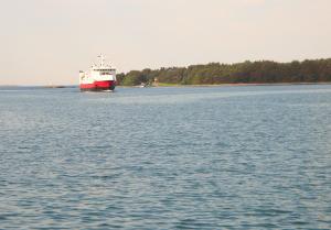 M/S Eivor kuljettaa ilmaiseksi Pärnäisistä Nötöön, Aspöön, Jurmoon ja Utöön.